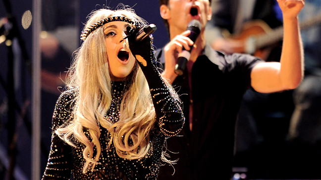 lady_gaga_performs_2010