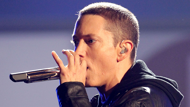 eminem_performs_2010