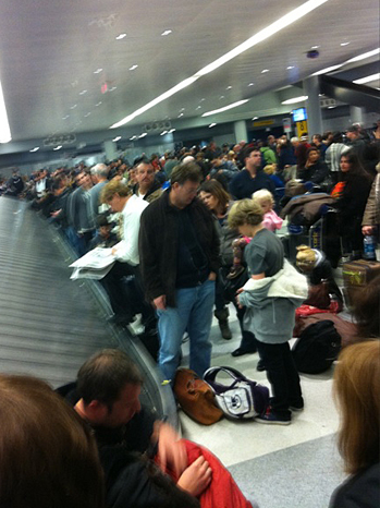 crowded_airport_2010