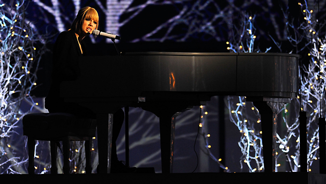 taylor_swift_piano_2010