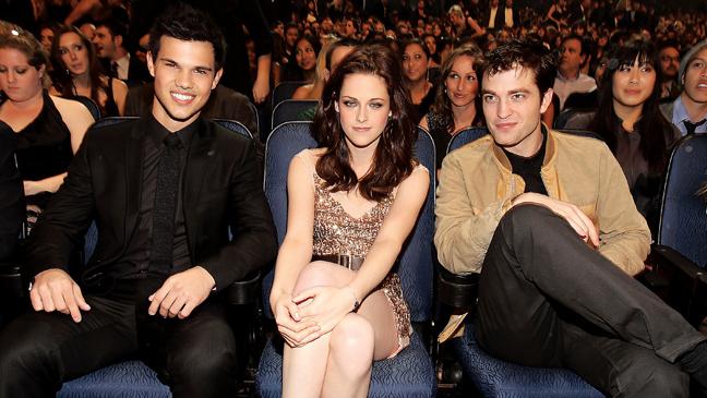 2 TOWN Taylor Lautner, Kristen Stewart & Robert Pattinson
