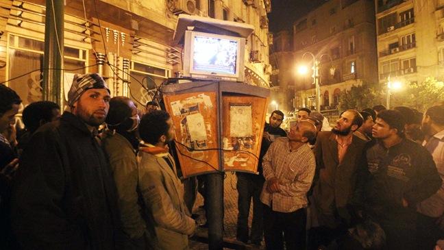 Egyptians gather to watch the Al-Jazeera - 2011