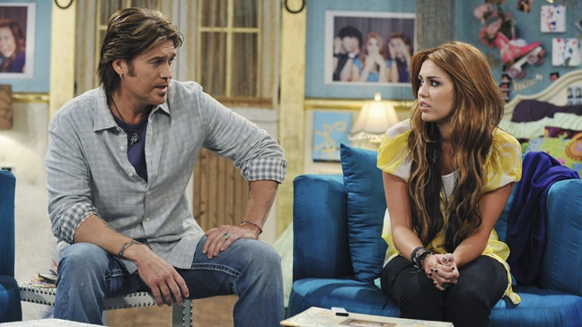 Hannah Montana - TV Still - Miley Cyrus & Billy Ray Cyrus - 2010