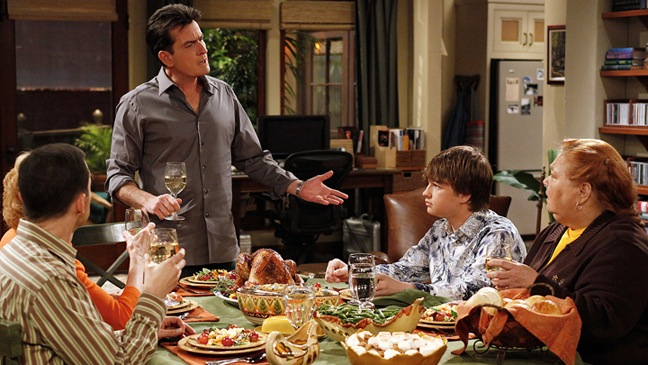 Charlie Sheen - Two and a Half Men - TV Still: group @ ginner table -  2010