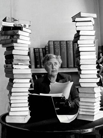 Agatha Christie - Portrait w Books - 2007