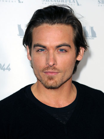Kevin Zegers - Premiere Photo Head Shot - 2011