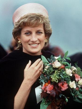 Princess Diana - Portrait w flowers - 1995