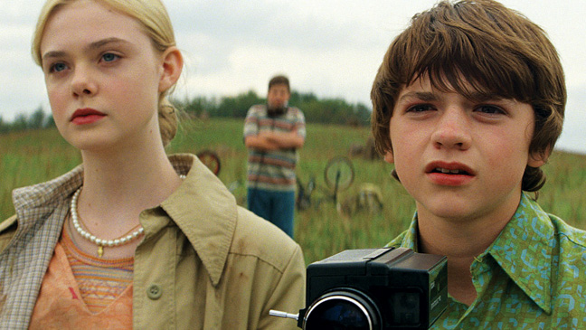 22 REV Super 8 Elle Fanning Joel Courtney