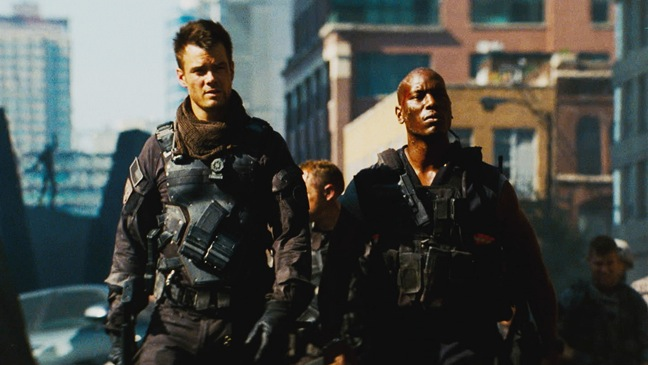 Transformers: Dark of Moon - Movie Still: Josh Duhamel and Tyrese Gibson - 2011