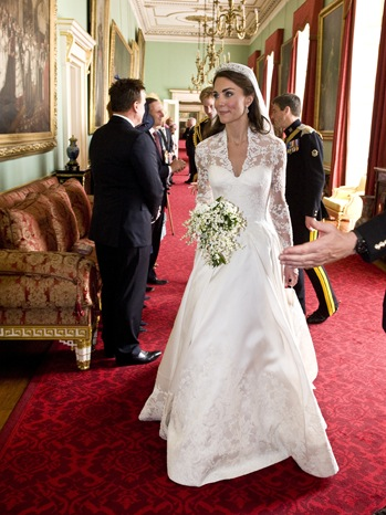 Kate Middleton S Wedding Dress Goes On Display In London Saturday Hollywood Reporter