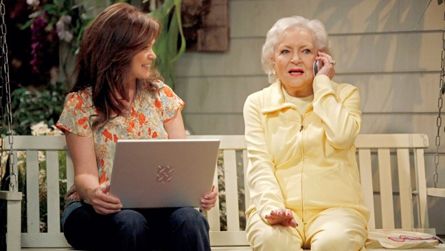 Betty White - TV Still: Hot in Cleveland - L - 2010