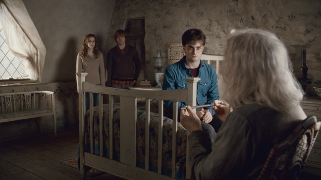 Harry Potter And The Deathly Hallows: Part 2 - Movie Still: Ollivander, Harry Potter, Heromine, Ron - H - 2011