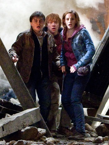 Harry Potter And The Deathly Hallows: Part 2 - Movie Still: Harry Potter, Ron Weasly, Hermione Granger - 2011