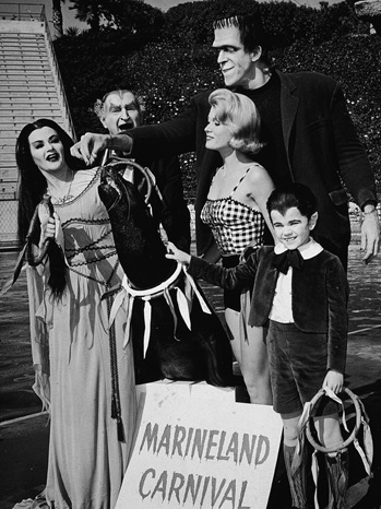 The Munster Family - TV Still - P - 1965