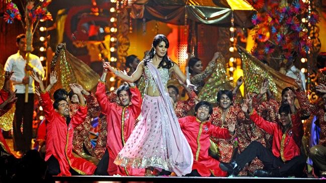 Priyanka Chopra - performs to pay tribute legedary singer Asha Bhosle during - H - 2011