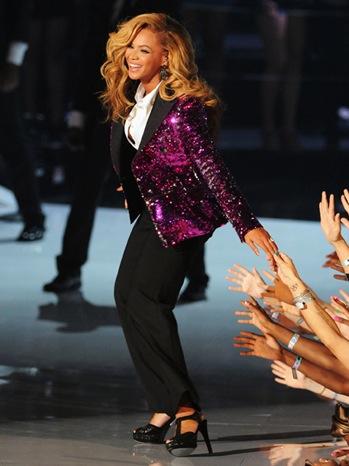 Beyonce - VMA Performance - show - 1 - P - 2011