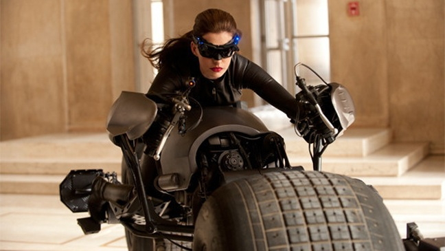 Anne Hathaway - Dark Knight Rises: FIRST PICTURE OF CATWOMAN - H - 2011