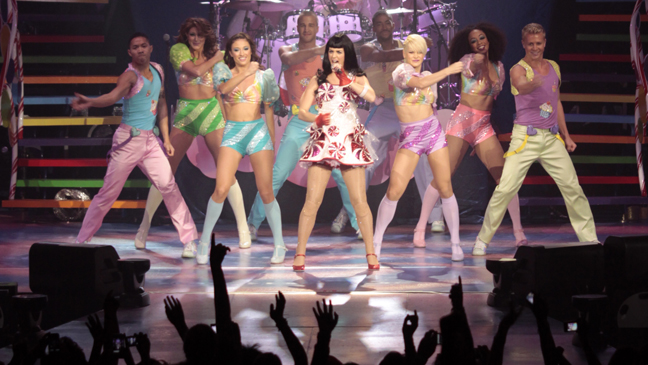 Perry on Stage with Dancers