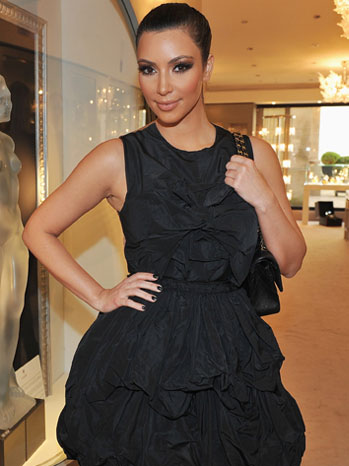 Kim Kardashian - Shopping In Paris - P - 2010