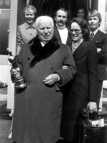 Charlie Chaplin Holding Oscar in 1972 - P 2011