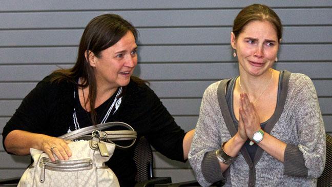 Amanda Knox Seattle Airport - H 2011