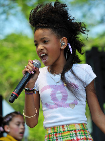 Willow Smith Whippin' Her Hair Back and Forth - P 2011