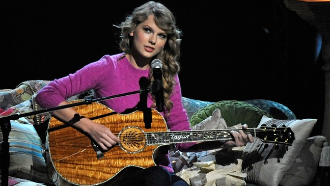 Taylor Swift - Performing at 45th Annual CMA Awards - Show - H - 2011