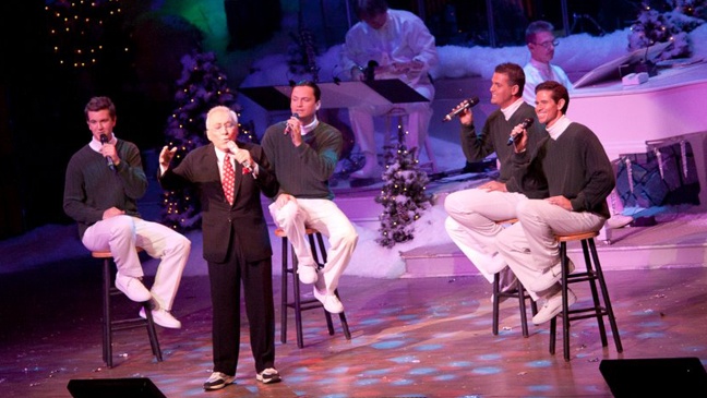 Andy Williams singing at Moon River Theatre