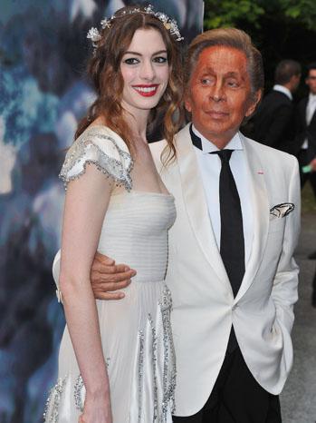 Anne Hathaway Valentino - P 2011