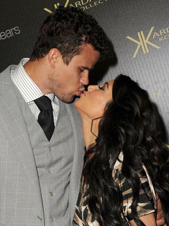 Kris Humphries Kim Kardashian Kiss - P 2011