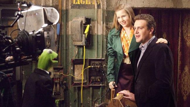 The Muppets - Movie Still: Amy Adams and Jason Segel - H - 2011