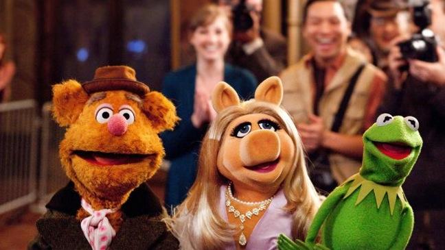 The Muppets - Movie Still: Kermit, Miss Piggy, Fozzy the Bear - H - 2011