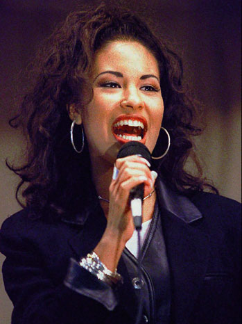Selena S Widower Shows A Different Side Of Singer In New Book Q A Hollywood Reporter