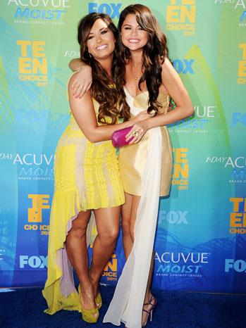 Demi Lovato Selena Gomez  Teen Choice Awards - P 2011
