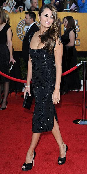 2012-04 FEA SAG Dress Penelope Cruz