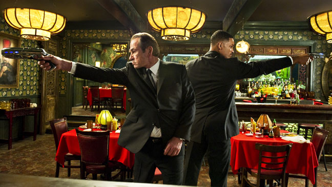 Men In Black 3 Will Smith Tommy Lee Jones Guns - H 2012