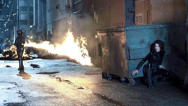 Underworld Awakening Kate Beckinsale Dodging Fire - H 2012