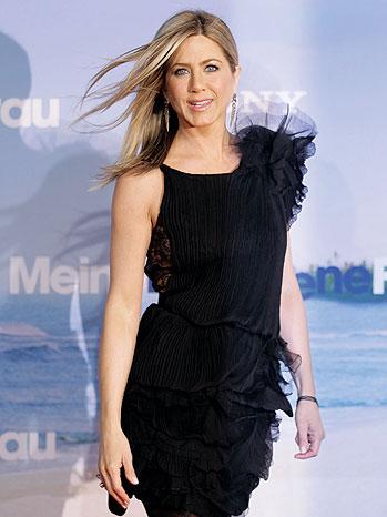 2012-08 BKLOT Aniston Jennifer Aniston P