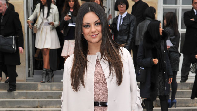 Mila Kunis Paris Fashion Week - H 2012