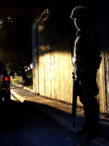 Soldier Guadalajara Streets - P 2012
