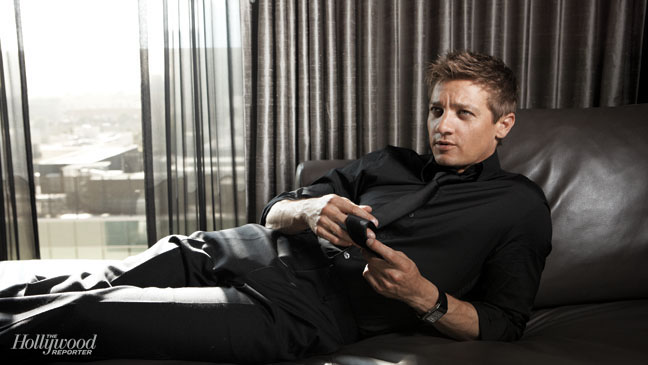 Issue 13 FEA Jeremy Renner - H 2012