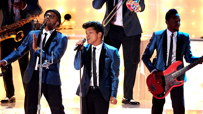 Bruno Mars MTV VMA Performance - H 2012