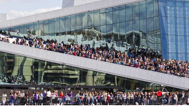 Justin Bieber Fans at Norwegian Opera - H 2012