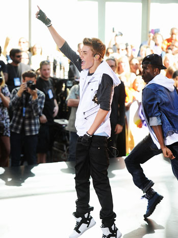 Justin Bieber Today Show Performance 6/15 - P 2012