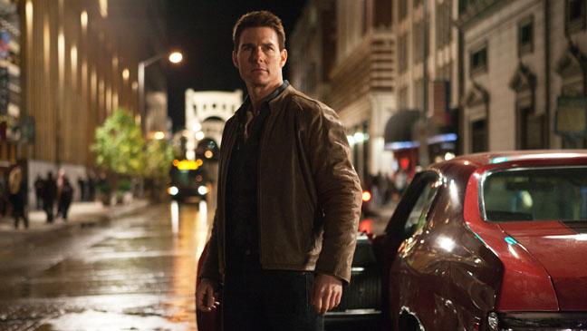 Jack Reacher Tom Cruise in street - H 2012