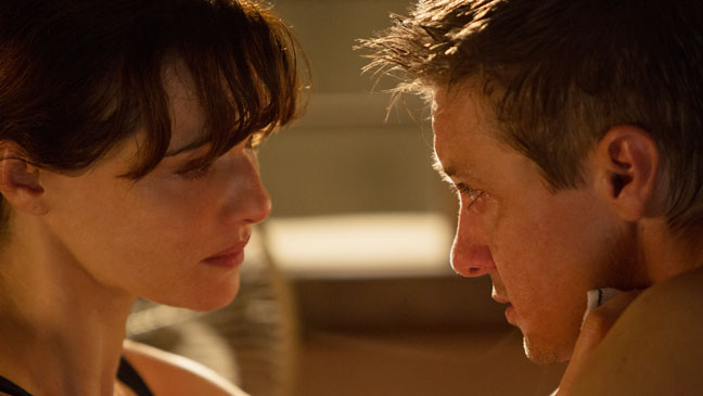 The Bourne Legacy Renner Weisz Close Up - H 2012