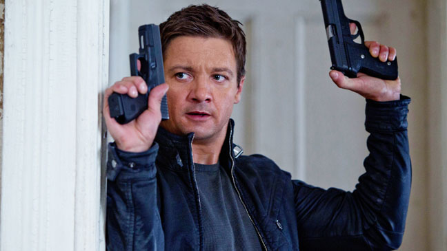 The Bourne Legacy Renner with Guns - H 2012