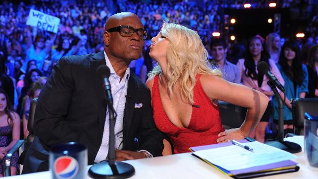 Britney Spears LA Reid X Factor air kiss L