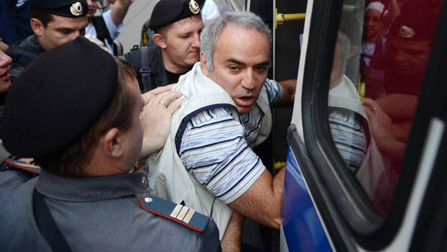 Garry Kasparov Arrested - H 2012