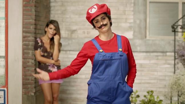 Penelope Cruz Mario DS Commercial Screengrab - H 2012
